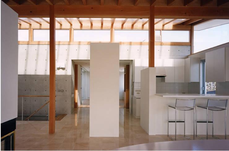 岩園の家Ⅱ: 株式会社  小林恒建築研究所が手掛けたダイニングです。