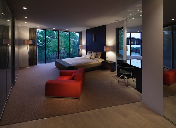 奥池のアトリエ: 株式会社  小林恒建築研究所が手掛けた寝室です。