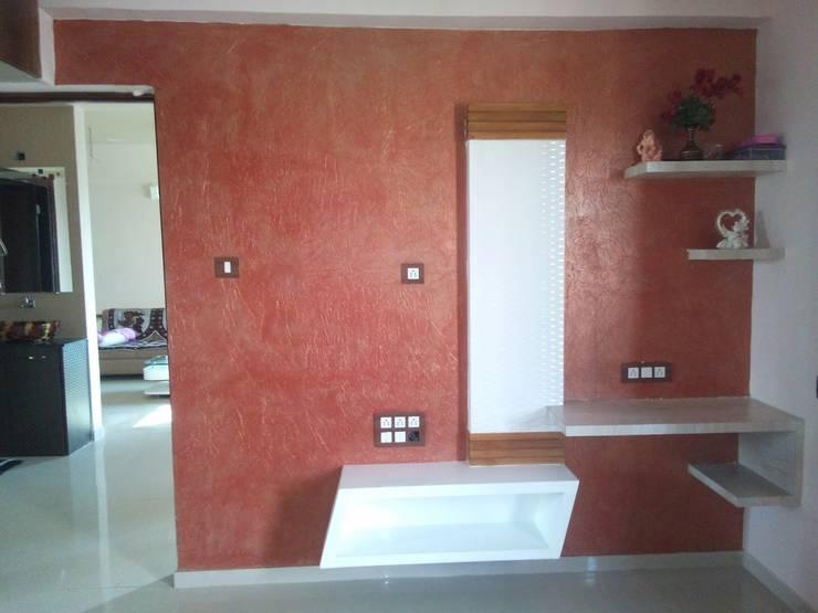 2BHK—Interior Flat @Ahmedabad: modern Bedroom by SkyGreen Interior