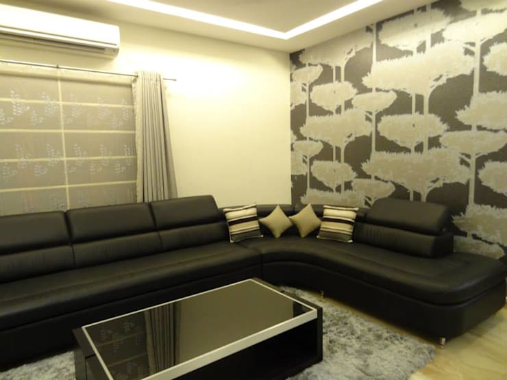 Maddineni Residence:  Living room by Freelance Designer