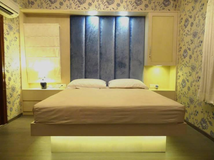 Maddineni Residence:  Bedroom by Freelance Designer
