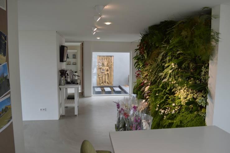 Woning + kantoor Utrecht:  Gang en hal door STROOM architecten