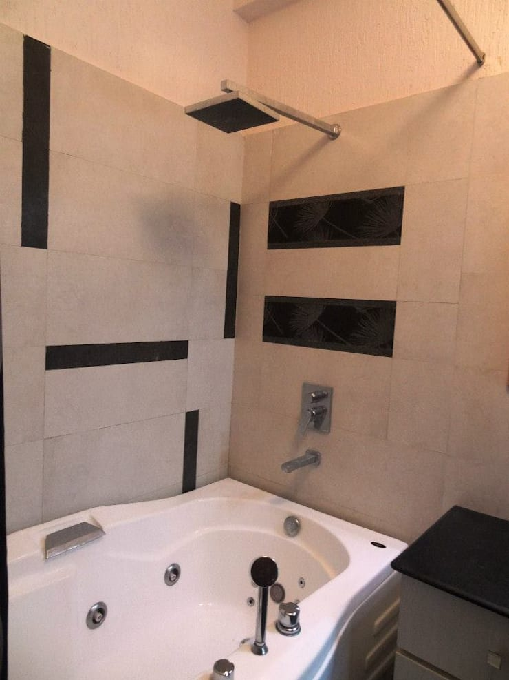 A cozy cottage feel Home.:  Bathroom by Freelance Designer