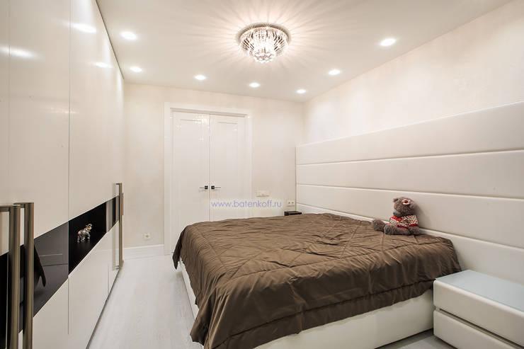 Фото спальни в квартире по дизайн проекту от Батенькофф: Спальни в . Автор – Дизайн студия 'Дизайнер интерьера № 1'
