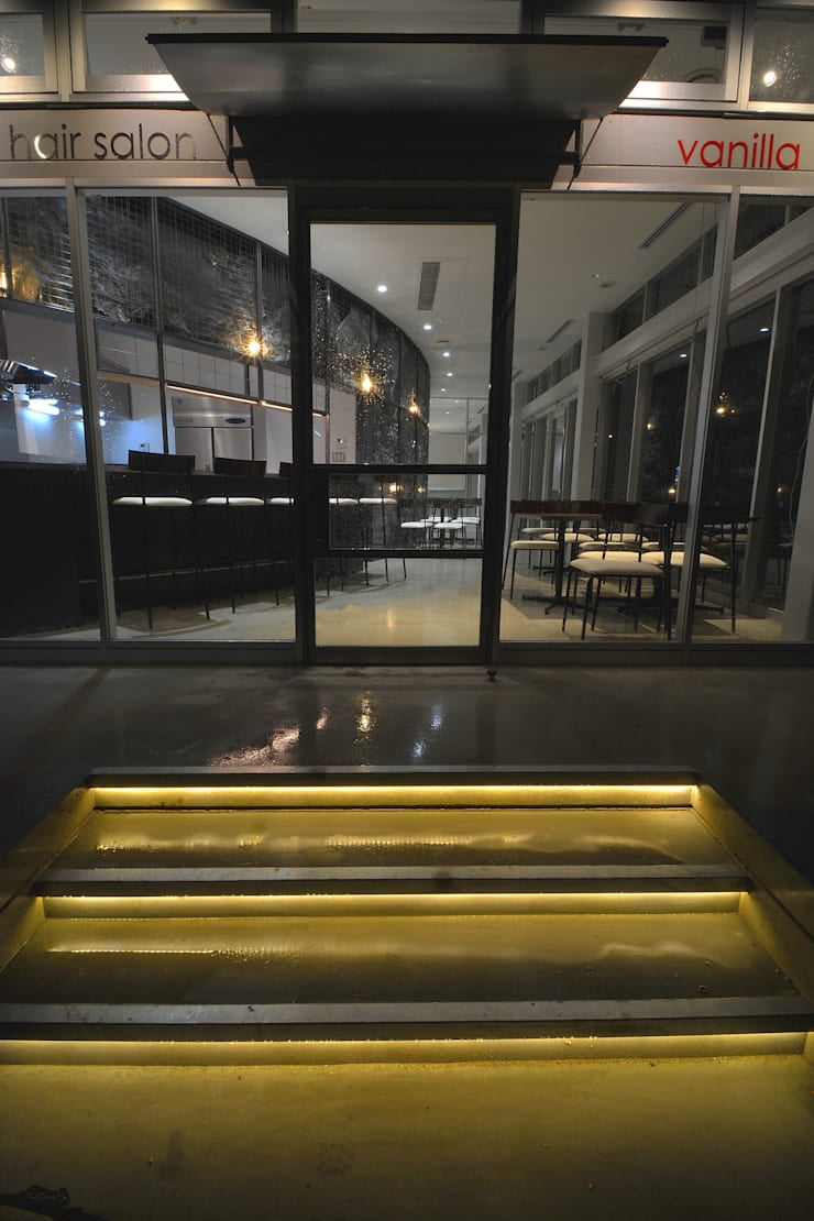 cafe / esthetic & hair salon Vanilla: (株)グリッドフレームが手掛けた商業空間です。