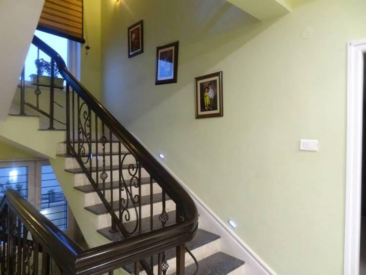 Victorian interiors.:  Corridor & hallway by Freelance Designer