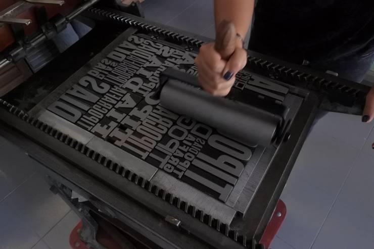 Tintagem da impressão de fundo:   por Tipografia Dias