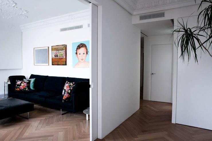 PQ Apartment: Salones de estilo  de Singularq Architecture Lab