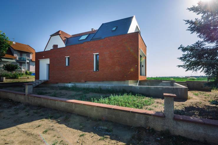 Façade rue: Maisons de style de style Moderne par [ADitude*] Architecture