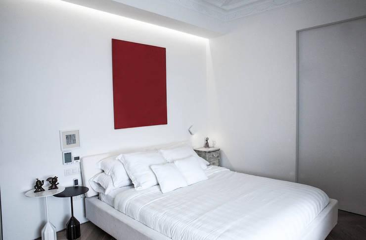 PQ Apartment: Dormitorios de estilo  de Singularq Architecture Lab