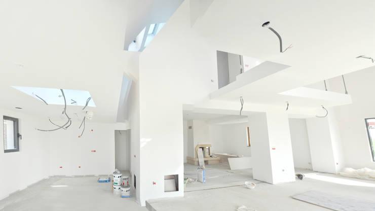 Photo chantier: Couloir et hall d'entrée de style  par [ADitude*] Architecture