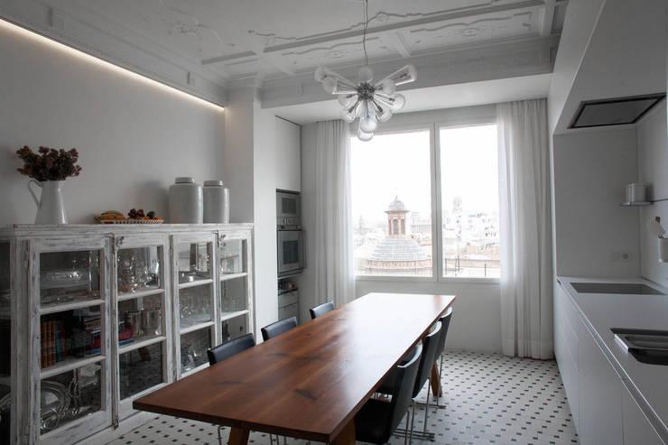 PQ Apartment: Cocinas de estilo  de Singularq Architecture Lab