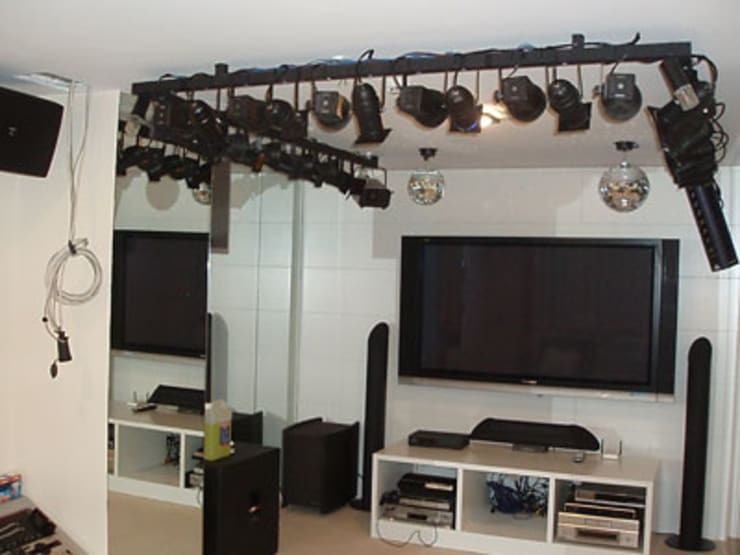 Media room by STİLART MOBİLYA DEKORASYON İMALAT.İNŞAAT TAAH. SAN.VE TİC.LTD.ŞTİ., Modern
