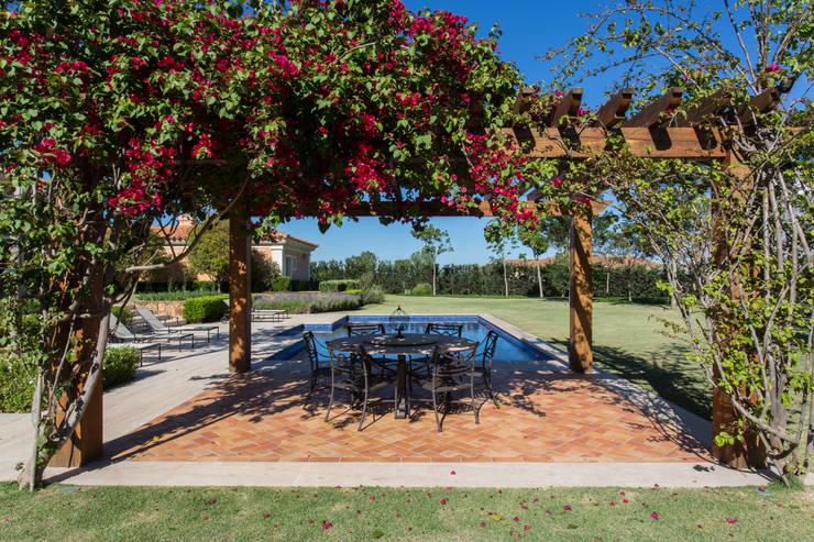 Casa de Campo: Jardins  por Luciana Moraes Paisagismo