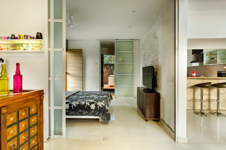 Studio Apartment:  Bedroom by Ink Architecture