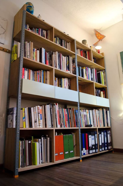 MOBILIARIO DERIVADO PARA UNA OFICINA: Estudios y despachos de estilo  por Yemail Arquitectura