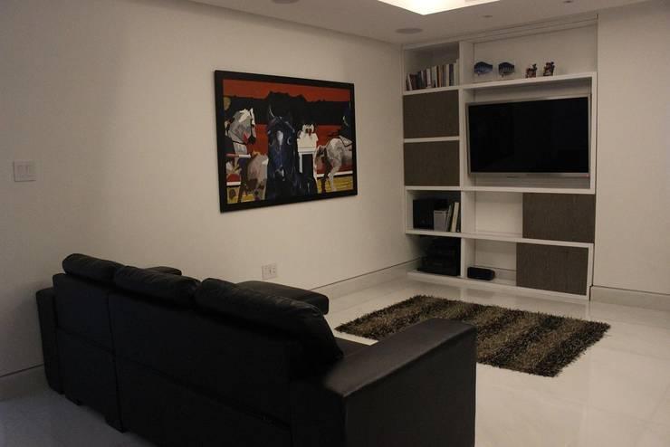 BALUARTE: Salas de estilo  por RCRD Studio