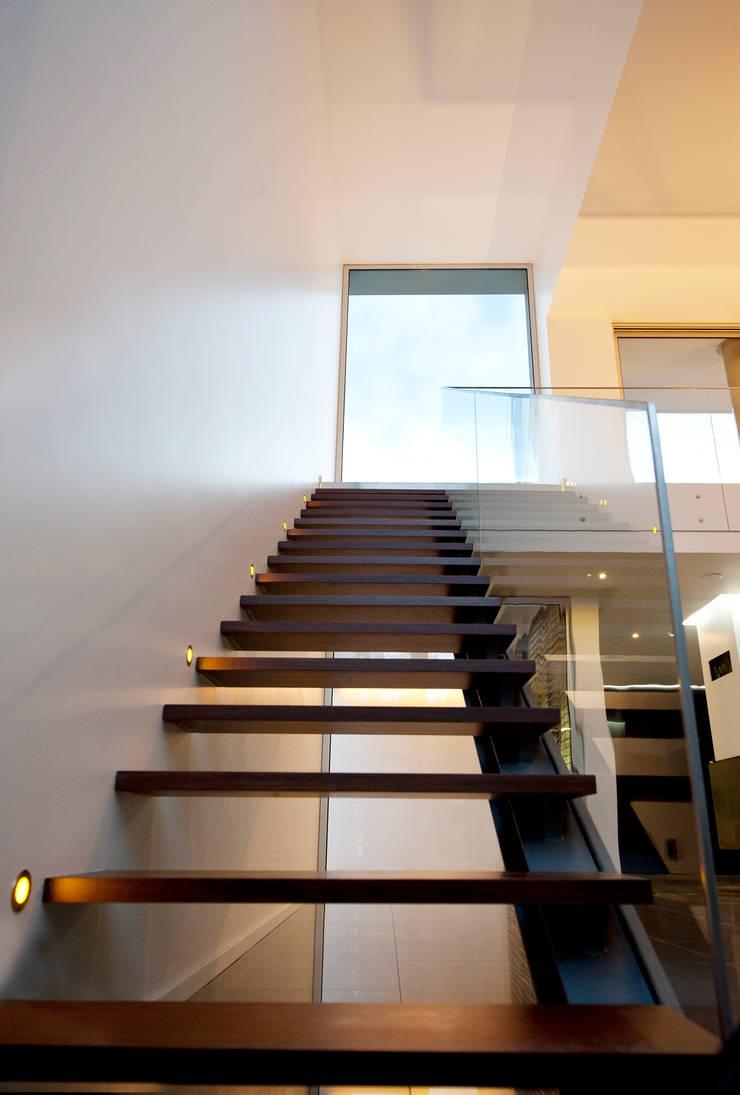 Casa Covelo : Corredores e halls de entrada  por mioconcept