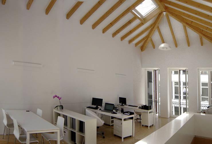 Atelier ASVS, Porto: Escritórios  por ASVS Arquitectos Associados