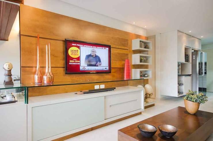Home do Flat: Salas de estar  por arqMULTI,