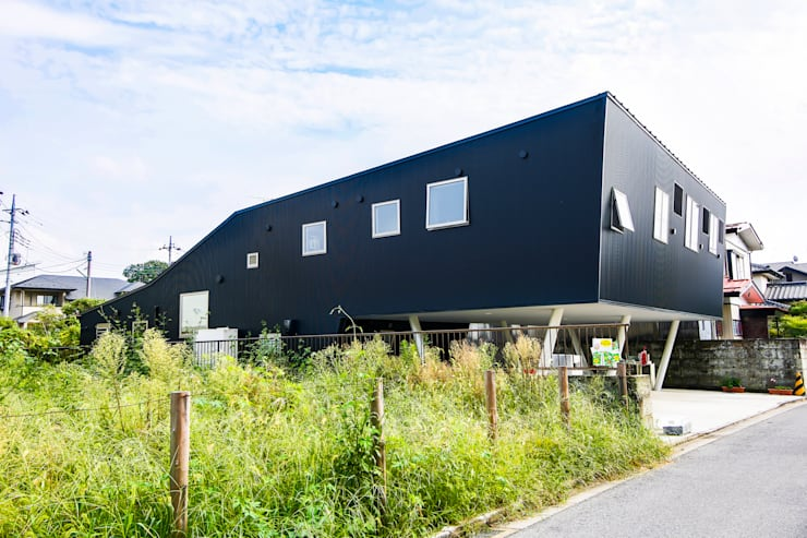 Houses by インデコード design office, Modern Metal
