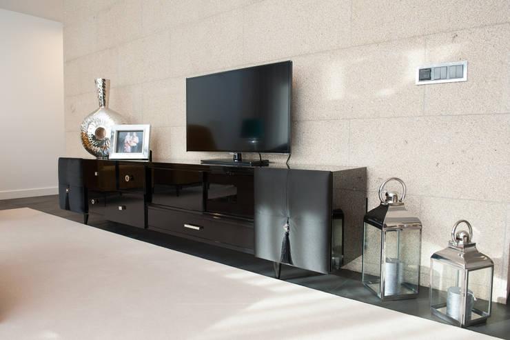 Salas de estilo minimalista por mioconcept