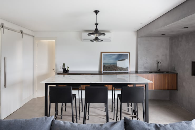minimalistic Dining room by AMBIDESTRO