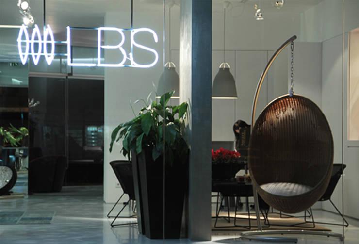 Loja LBS Lifestyle, Póvoa de Varzim: Lojas e espaços comerciais  por ASVS Arquitectos Associados