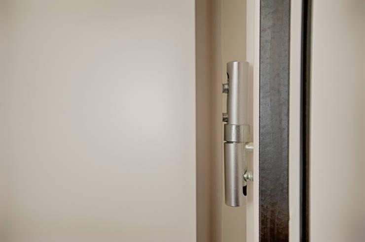 HOTEL LIS: Hotéis  por JRBOTAS Design & Home Concept