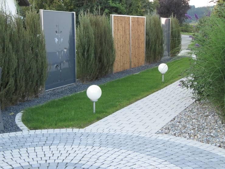 Edelstahl und Aluminium Sichtschutz: moderner Garten von Edelstahl Atelier Crouse - Stainless Steel Atelier