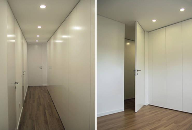 Apartamento em Trandeiras, Braga: Corredores e halls de entrada  por ASVS Arquitectos Associados