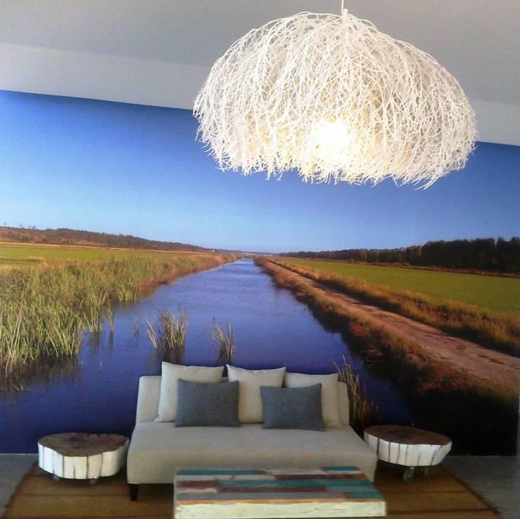 De Raiz: Sala de estar  por De raiz - design e arte