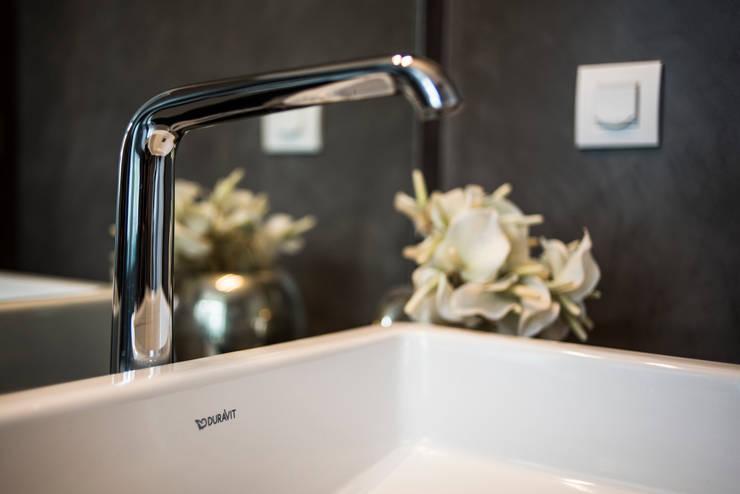 Moradia | Estoril: Casa de banho  por JRBOTAS Design & Home Concept