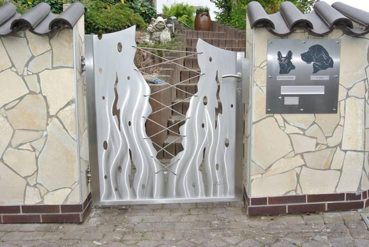 Jardines de estilo moderno por Edelstahl Atelier Crouse - Stainless Steel Atelier