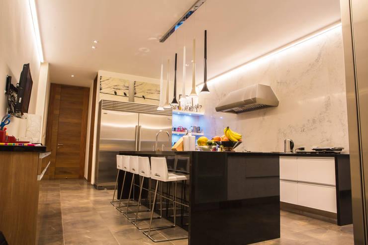 Cocinas de estilo moderno por DLPS Arquitectos