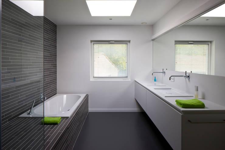 Badkamer door Niko Wauters architecten bvba