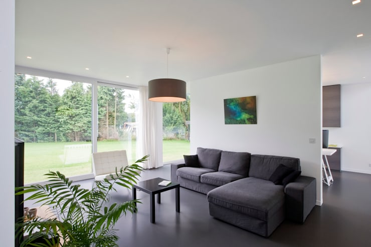 House WR: minimalistic Living room by Niko Wauters architecten bvba