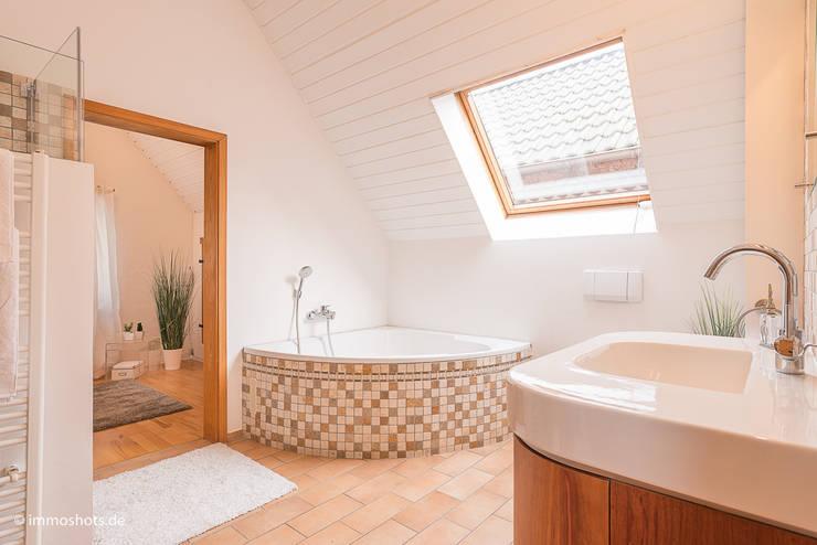 Badezimmer nach dem Home Staging:   von Immotionelles