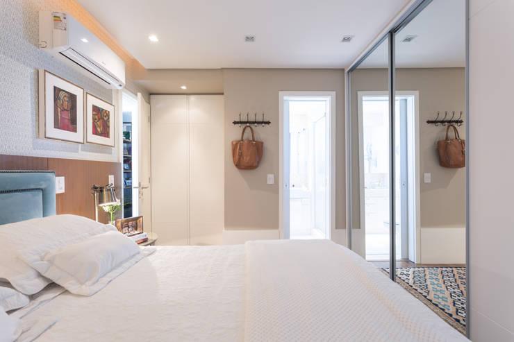 DORMITÓRIO DE CASAL 03: Quartos  por Pura!Arquitetura,Minimalista Têxtil Ambar/dourado