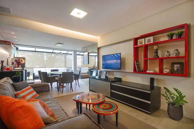Home Flat: Salas de estar  por arqMULTI,