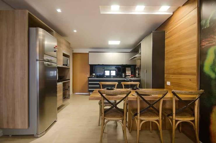 Cozinha do Flat: Cozinhas  por arqMULTI,