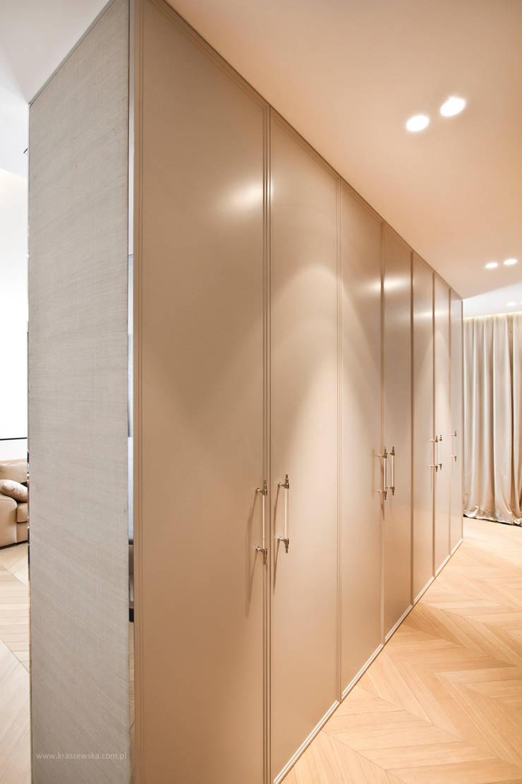 Projekt Apartamentu: styl , w kategorii Garderoba zaprojektowany przez Katarzyna Kraszewska Architektura Wnętrz