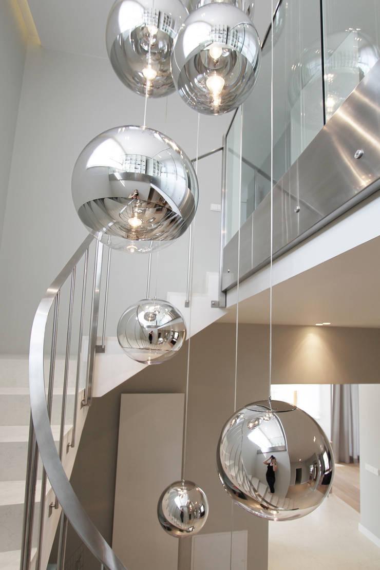 Projekt Domu Konstancin Jeziorna: styl , w kategorii Korytarz, przedpokój zaprojektowany przez Katarzyna Kraszewska Architektura Wnętrz