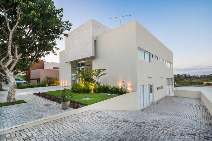 Casa de Campo : Casas modernas por arqMULTI