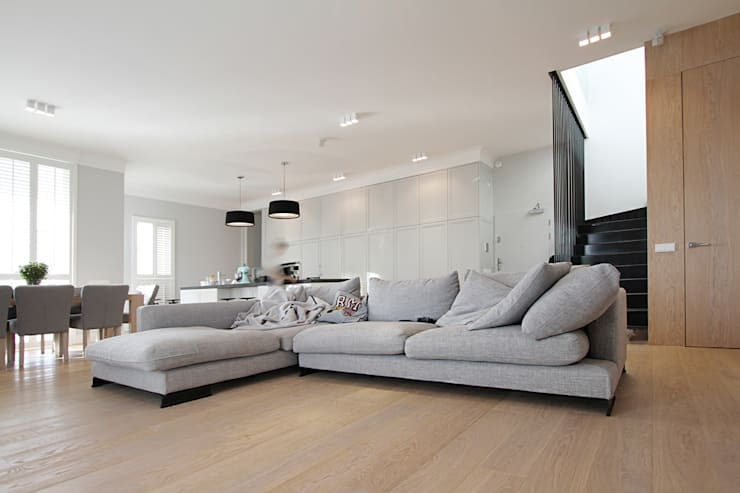 Mieszkanie dwopoziomowe Eko Park: styl , w kategorii Salon zaprojektowany przez Katarzyna Kraszewska Architektura Wnętrz,Klasyczny