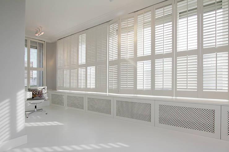 Mieszkanie dwopoziomowe Eko Park: styl , w kategorii Domowe biuro i gabinet zaprojektowany przez Katarzyna Kraszewska Architektura Wnętrz,Klasyczny