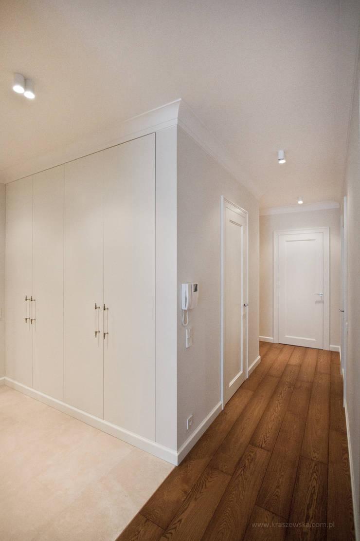 Mieszkanie Wilanów: styl , w kategorii Korytarz, przedpokój zaprojektowany przez Katarzyna Kraszewska Architektura Wnętrz,Klasyczny