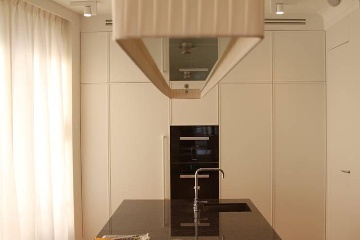 Apartament 250 m kw: styl , w kategorii Kuchnia zaprojektowany przez Katarzyna Kraszewska Architektura Wnętrz,Nowoczesny