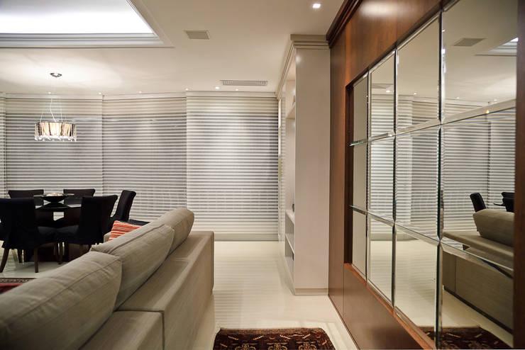 ESTAR | JANTAR - APARTAMENTO RIO BRANCO: Sala de estar  por Ana Levy | Arquitetura + Interiores ,