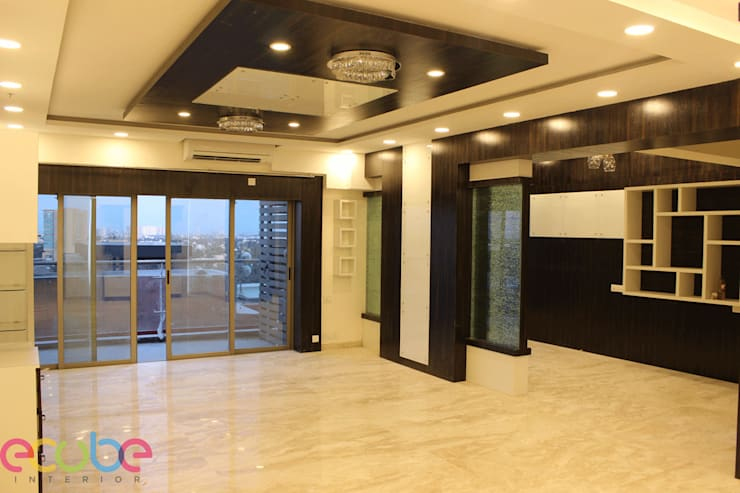 Residential Appartment @ Phoenix Market city - Chennai:  Corridor & hallway by ECUBE INTERIOR SOLUTIONS PVT LTD
